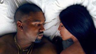 """Kanye West et son épouse Kim Kardashian dans le clip """"Famous"""".  (Saisie écran / Tidal)"""
