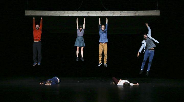 """Les êtres et les âmes en suspension. """"Celui qui tombe"""" de Yoann Bourgeois  (Biennale de la danse / Cie Yoann Bourgeois )"""