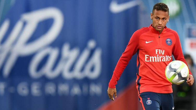 En venant au PSG pour 222 millions d'euros, Neymar est devenu le joueur le plus cher de l'histoire. (FRANCK FIFE / AFP)
