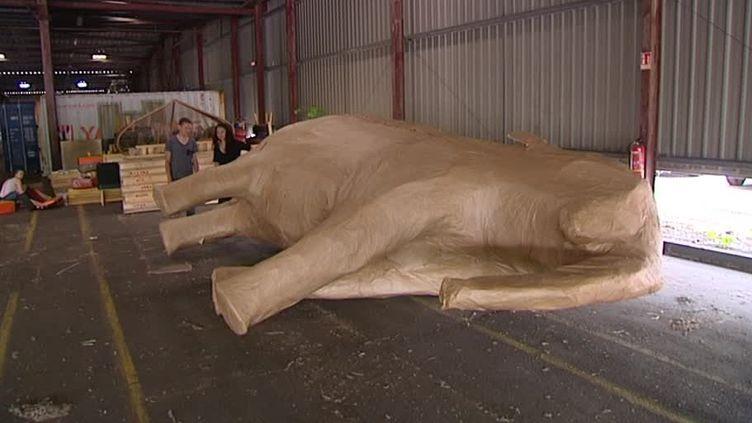 """Un éléphant """"grandeur nature"""" qui résidera bientôt à la Basilique Saint-Vincent!  (France 3 / Culturebox / capture d'écran)"""