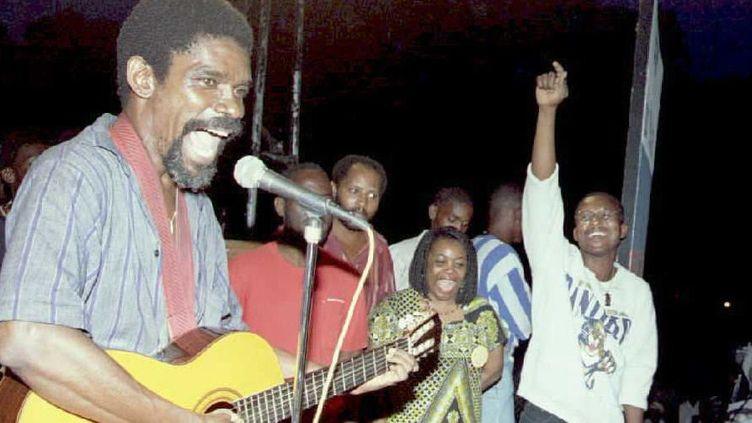 Le chanteur haïtien Manno Charlemagne à Port-au-Prince :e 23 juin 1995  (Thony Belizaire / AFP)