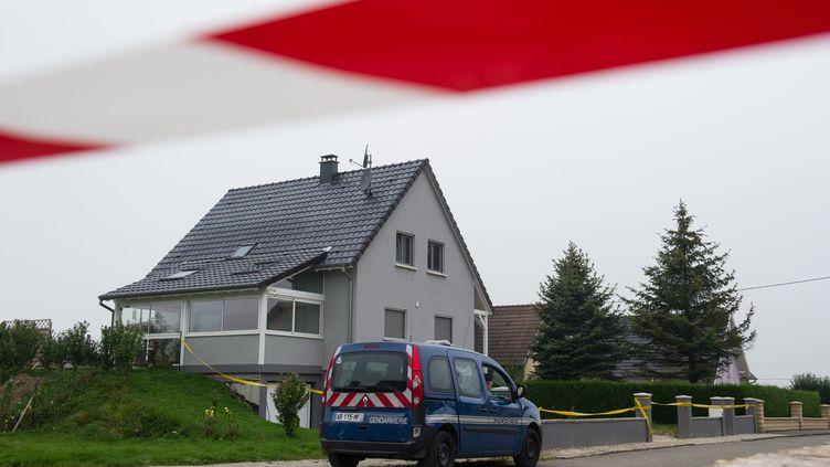 Une fille de 11 ans a été retrouvée morte et son frère de 8 ans grièvement blessé dans cette maison de Mœrnach (Haut-Rhin), le 2 septembre 2014. (SEBASTIEN BOZON / AFP)