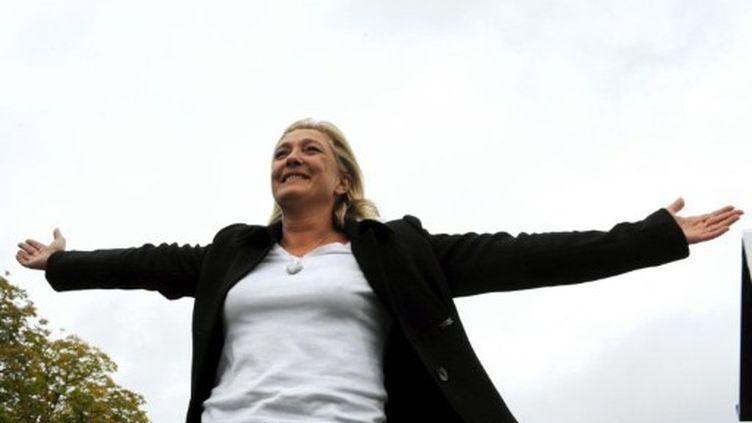 Marine Le Pen, à Vaiges, avant son discours, le 17 septembre 2011 (AFP/Jean-François Monier)