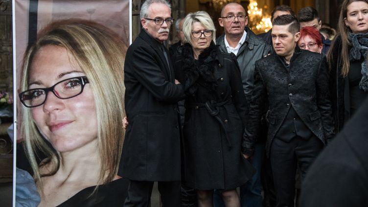 Jean-Pierre et Isabelle Fouillot, les parents d'Alexia, et Jonathann Daval (de gauche à droite), le 8 novembre 2017 à Gray (Haute-Saône). (SEBASTIEN BOZON / AFP)