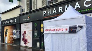 Pharmacie à Boulogne Billancourt, le 15 décembre 2020. (ALICE KACHANER / FRANCE-INTER)