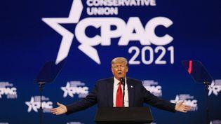 Donald Trump lors d'un discoursà la conférence des conservateurs CPAC, à Orlando, en Floride (Etats-Unis), le 28 février 2021. (JOE RAEDLE / GETTY IMAGES NORTH AMERICA / AFP)