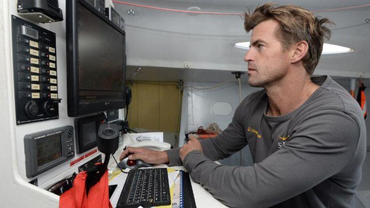 Jean galfione à bord de son monocoque Serenis Consulting
