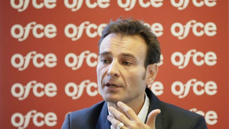 Eric Heyer,directeur du departement analyse et prevision de l'OFCE, lors d'une conférence de presse, le 23 octobre 2013. (VINCENT ISORE / MAXPPP)