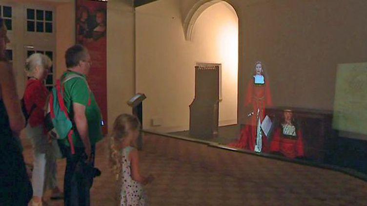 Un guide d'exception pour la visite des appartements de Marguerite d'Autriche : un hologramme de la duchese elle même !  (France 3 / Culturebox)