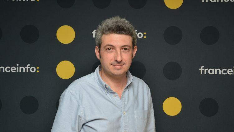 """Jules Lavie, fondateur et directeur de la publication de """"Vraiment"""", magazine hebdomadaire. (JEAN-CHRISTOPHE BOURDILLAT / RADIO FRANCE)"""