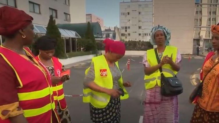 En grève, des femmes de chambre dénoncent leurs conditions de travail (En grève, des femmes de chambre dénoncent leurs conditions de travail)
