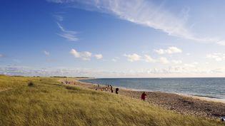Des restes humains ont été retrouvés, le 1er décembre 2013, sur la plage de La Guérinière, sur l'île de Noirmoutier (Vendée). (HERVE HUGHES / HEMIS.FR / AFP)