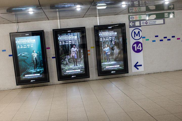 Des affiches contre le harcèlement sexuel dans les transports publics, à Paris, le 5 mars 2018. (MAXPPP)