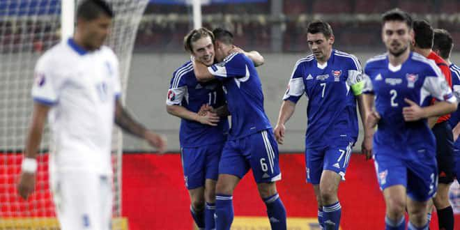 La joie des joueurs des Iles Féroë lors de la victoire contre la Grèce