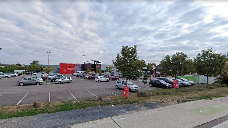 Le Carrefour Market deMézières-sur-Seine dans les Yvelines attaqué à l'explosif, le 28 août 2020. (GOOGLE STREET VIEW)