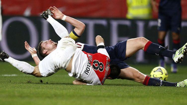 Joao Moutinho (Monaco) à la lutte avec Grégory Sertic (Bordeaux) (VALERY HACHE / AFP)