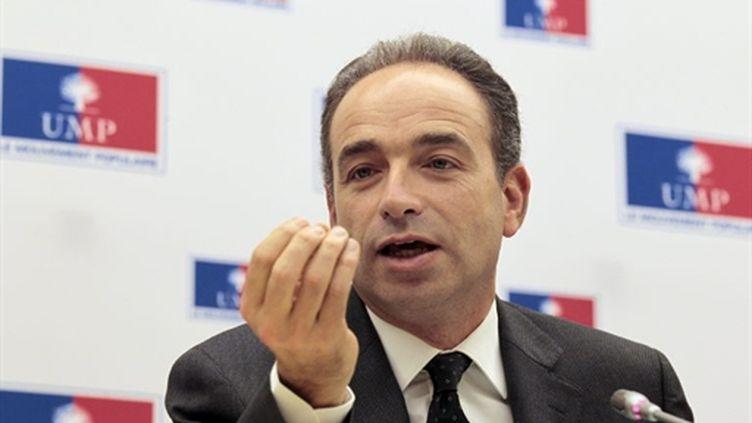 Jean-François Copé lors du point presse à l'issue du bureau politique hebdomadaire de l'UMP, le 24 novembre 2010. (AFP - Jacques Demarthon)