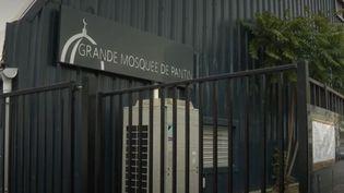 La mosquée de Pantin va devoir fermer ses portes pour six mois, selon un arrêté. La décision a été prise après l'attentat qui a visé Samuel Paty. (France 3)