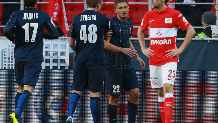 Les joueurs du Mordovia Saransk (en bleu) ont fait match nul ce week-end (2-2) sur le terrain du Spartak Moscou (ANTON DENISOV / RIA NOVOSTI)