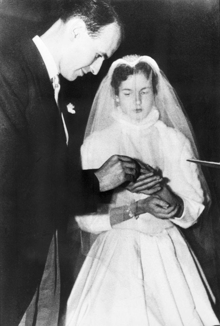 Valéry Giscard d'Estaing lors de son mariage avec Anne-Aymone Sauvage de Brantes, le 17 décembre 1952 à Paris. (AFP)
