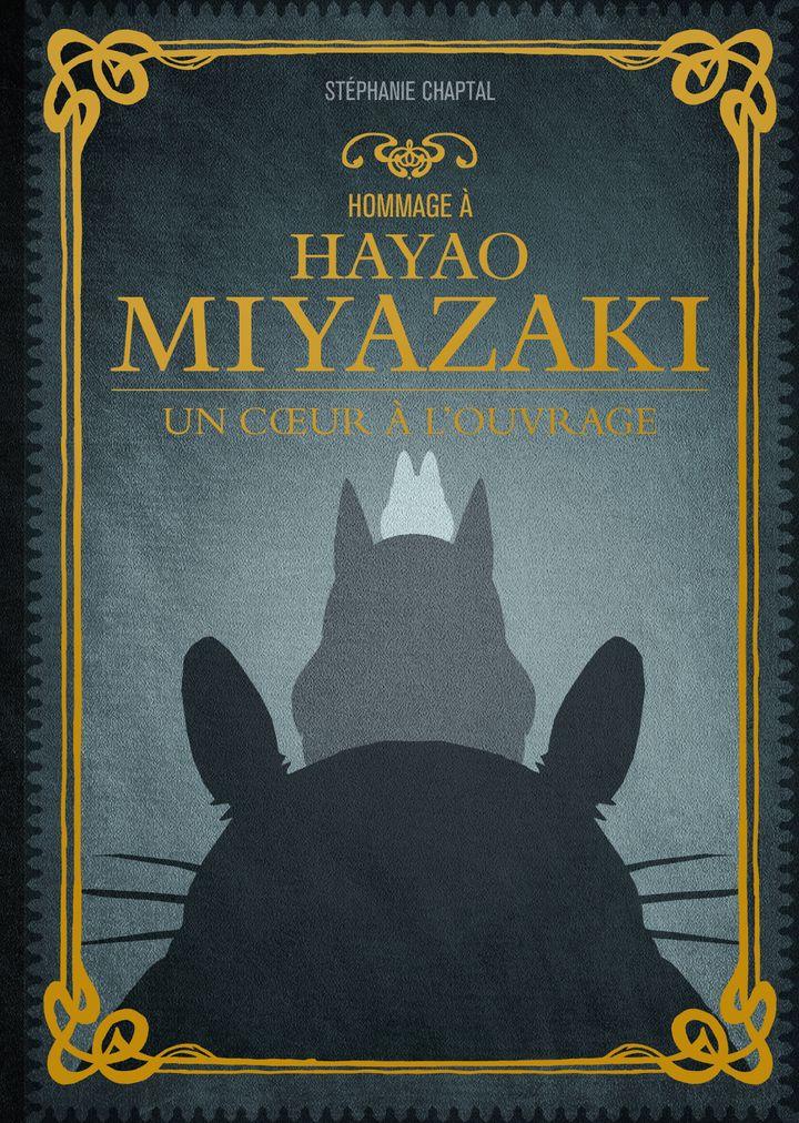 """Première de couverture de""""Hommage à Hayao Miyazaki, un cœur à l'ouvrage"""" deStéphanie Chaptal. (Editios Ynnis)"""