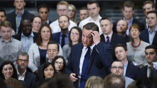 David Cameron lors d'une séance de questions, le 5 avril 2016 à Birmingham (Royaume-Uni), durant laquelle il a affirmé ne pas détenir d'actions dans le fond offshore de son père. (REUTERS)