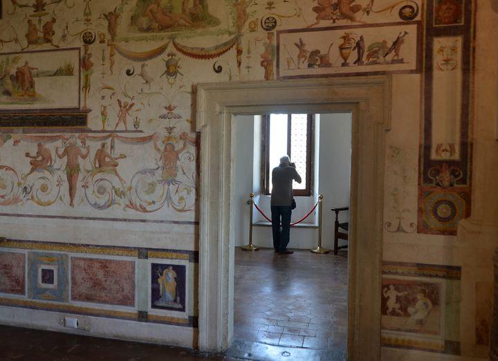 """L'une des pièces de la """"Cagliostra"""", prison de luxe au sein du Château Saint-Ange à Rome.  (TIZIANA FABI / AFP)"""
