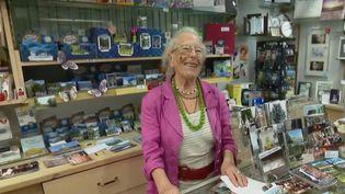 Henriette Ardouin dans son magasin. (FRANCE 2)