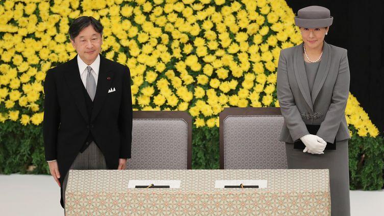 L'empereur japonais Naruhito et l'impératrice Masako assistent à une cérémonie commémorative le 15 août 2019 à marquant le 74e anniversaire de la reddition de la Deuxième Guerre mondiale. (MASAHARU SUGIMOTO / YOMIURI / AFP)