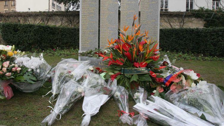 Le mémorial pour les victimes de la catastrophe aérienne deCharm El-Cheikh (Egypte), lors de son inauguration, le 3 janvier 2006, au cimetière du père Lachaise, à Paris. (SIMON ISABELLE / SIPA)