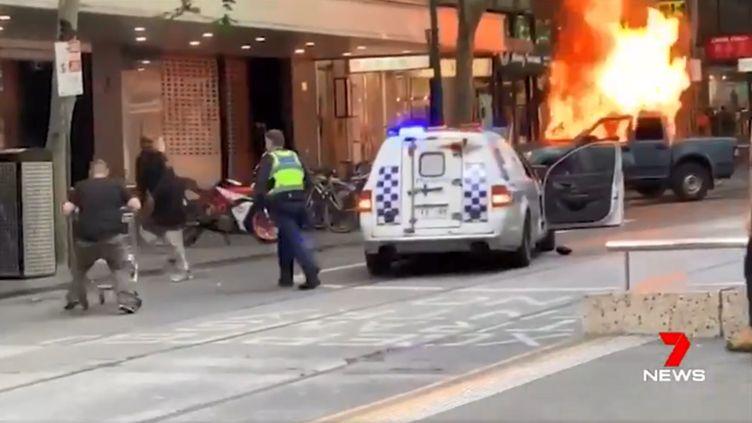 Capture d'écran d'un reportage montrant Michael Rogers lors de l'attaque de Melbourne (Australie), le 9 novembre 2018. (7 NEWS)