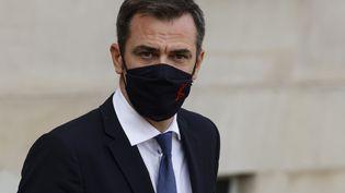 Le ministre de la Santé, Olivier Véran,sur le perron de l'Elysée,le 7 octobre 2020. (LUDOVIC MARIN / AFP)