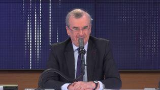"""François Villeroy de Galhau, gouverneur de la Banque de France était l'invité du """"8h30 franceinfo"""", mardi 9 mars 2021. (FRANCEINFO / RADIOFRANCE)"""