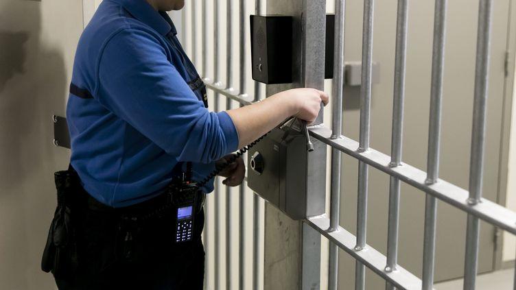 Une surveillante de prison. (VINCENT ISORE / MAXPPP)
