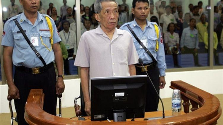 """Kaing Guek Eav, alias """"Douch"""", responsable khmer rouge, devant le tribunal à Phnom Penh le 5 décembre 2008 (© AFP PHOTO/POOL/Mak Remissa)"""