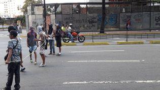 Manifestants dans les rues de Caracas, pendant la grève générale au Vénézuela (Sandrine EtoaAndegue / Radio France)
