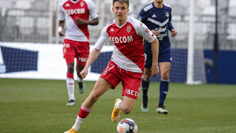 Aleksandr Golovin lors du match de Ligue 1 contre Bordeaux, le 18 avril 2021. (THIBAUD MORITZ / AFP)