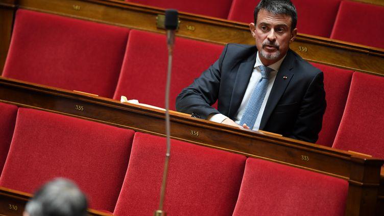 Le député de l'Essonne, Manuel Valls, le 3 octobre 2017 à l'Assemblée nationale. (CHRISTOPHE ARCHAMBAULT / AFP)
