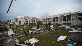 Un batiment touché par l'ouragan Irma à Saint-Martin, en septembre 2017. (LIONEL CHAMOISEAU / AFP)