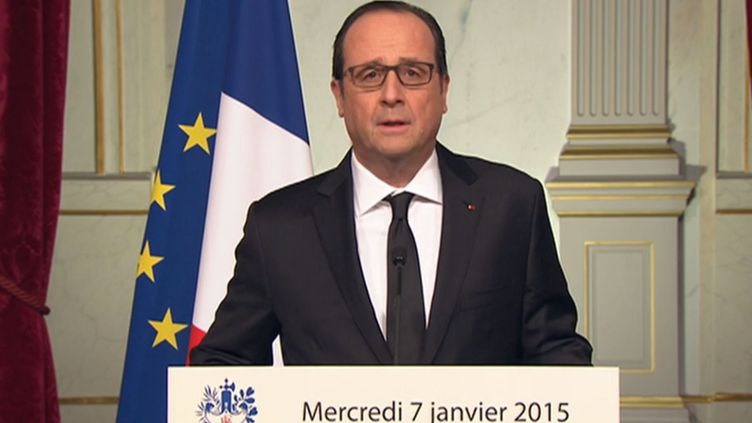 """François Hollande lors de son allocution après l'attaque qui a visé le siège du journal satirique """"Charlie Hebdo"""", le 7 janvier 2015. ( FRANCE 2)"""