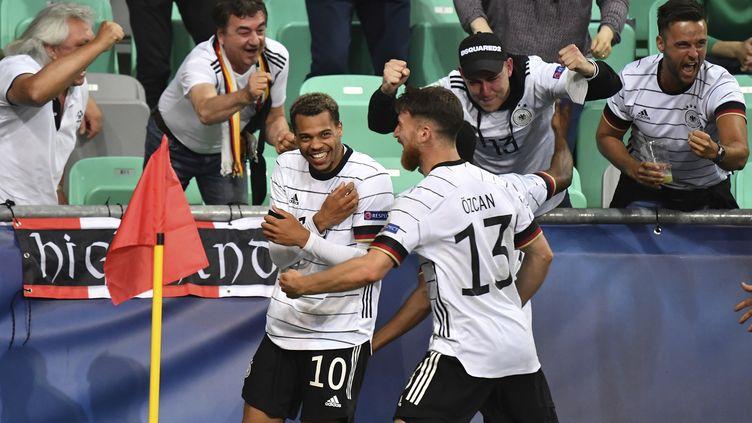 La joie des joueurs allemands après l'unique but de la finale, marqué par Lukas Nmecha (gauche). (FRANK HOERMANN/SVEN SIMON / SVEN SIMON)