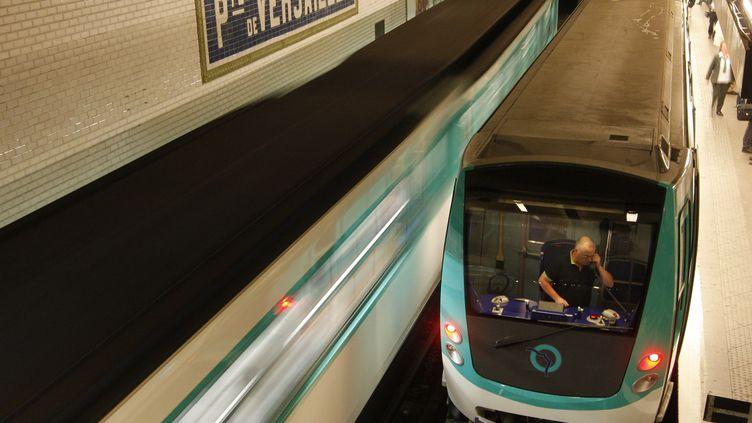 La 3G et la 4G seront disponibles sur le réseau métro parisien à l'horizon 2017, ont indiqué des dirigeants de la RATP, mardi 27 janvier 2015. (BENOIT TESSIER / REUTERS)