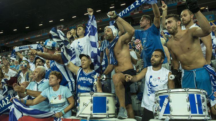 Les supporters grecs sont toujours aussi bouillants (MISO LISANIN / XINHUA)