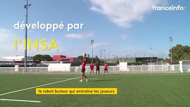 """Le """"Drop kick"""", un robot buteur devenu essentiel aux entraînements du Stade Toulousain."""