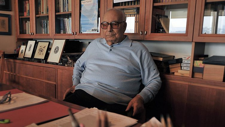 L'écrivain Yachar Kemal en 2008.  (ERHAN SEVENLER / ANADOLU AGENCY)