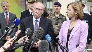 Le ministre de l'Intérieur Gérard Collomb s'adresse à la presse devant l'hôpital Bégin à Saint-Mandé (Val-de-Marne), où des militaires sont hospitalisés, le 9 août 2017. (STEPHANE DE SAKUTIN / AFP)