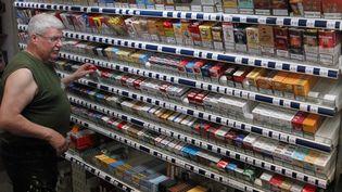 Dans un bureau de tabac, à Mulhouse (Haut-Rhin), le 12 juin 2013. ( MAXPPP)
