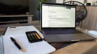 Les déclarations de droits d'auteur et d'impôt sur le revenu des entreprises sont également concernées par un report à fin juin. (ROMAIN LONGIERAS / HANS LUCAS / AFP)