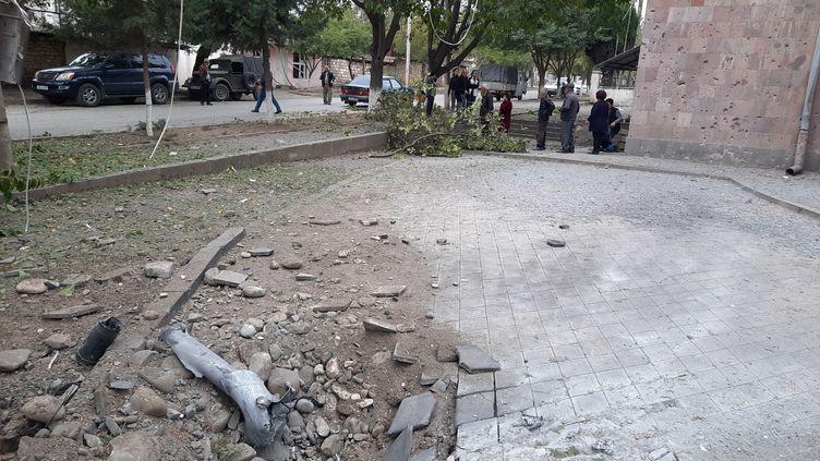 Martouni, village arménien dans le Haut-Karabakh, bombardé pour le cinquième jour d'affilée par l'artillerie azérie, le 1er octobre 2020. (CLAUDE BRUILLOT / REDACTION INTERNATIONALE / RADIO FRANCE)