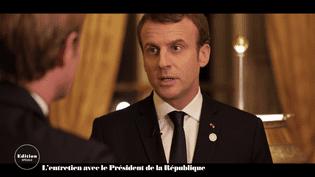 Emmanuel Macron répond aux questions de Laurent Delahousse, dans un entretienenregistré à l'Elysée et diffusé sur France 2 le 17 décembre 2017. (FRANCE 2)